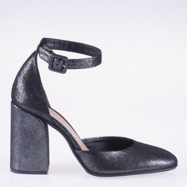 Scarpa in velluto nero con tacco medio