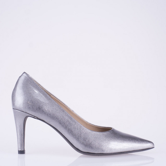 Pointy toe grey patent leather pump