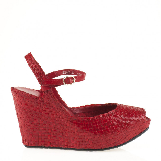 Fatima wedge in woven red leather
