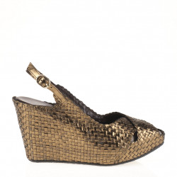 Fatima wedge in woven metallic bronze leather