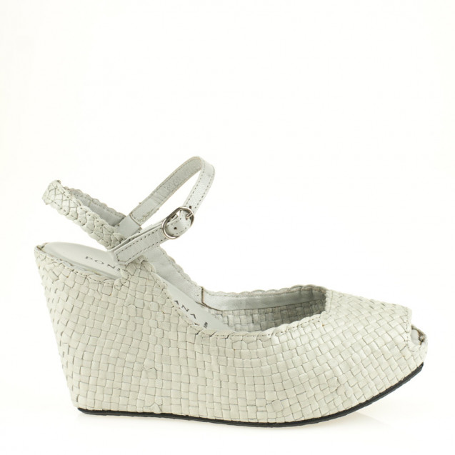 Fatima wedge in woven pearl leather