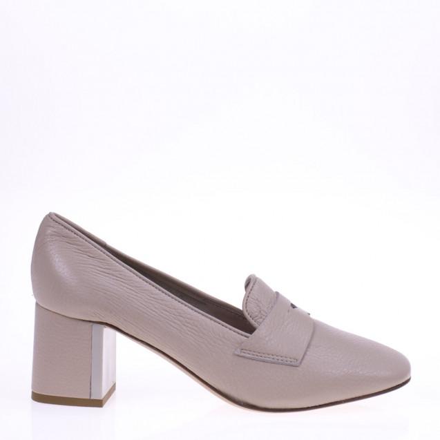 Beige heeled loafer