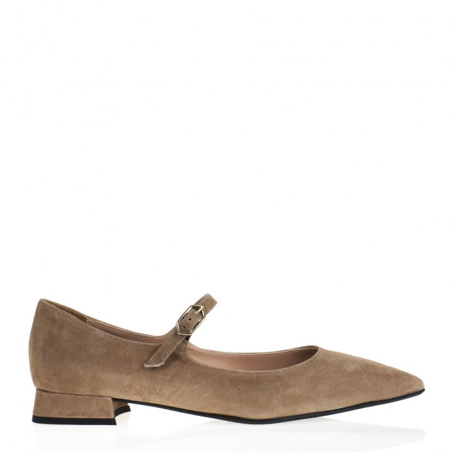 Beige pointy toe flat