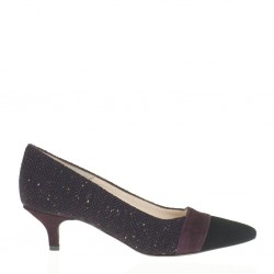 Pointy toe wine pump