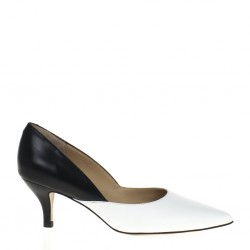 Pointy toe black and white leather pump