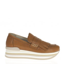 Brown wedged leather finged loafer