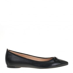 Black pointy toe flat