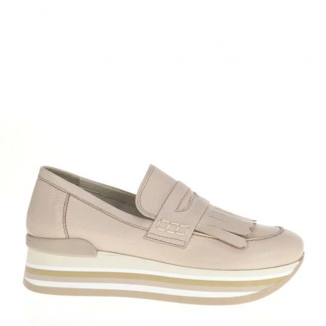 Powder wedged leather finged loafer