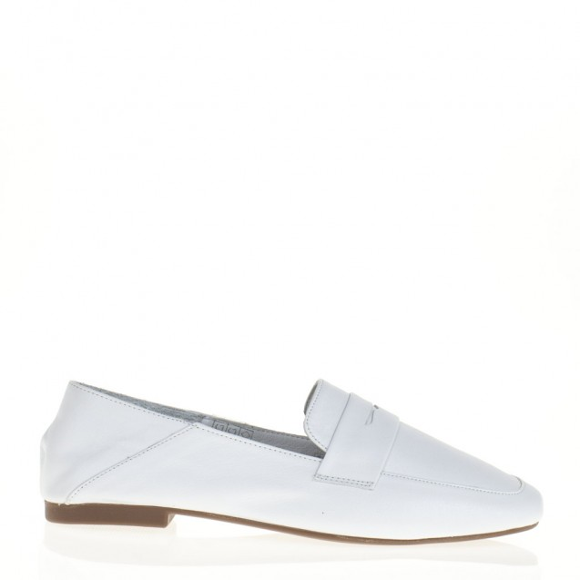 Unlined white loafer