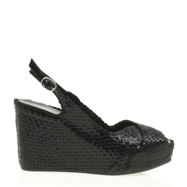 Fancy wedge in woven black leather