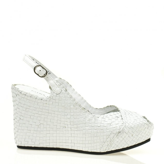 Fancy wedge in woven white leather