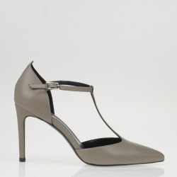 T strap taupe leather pump