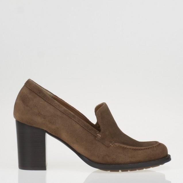 Cognac heeled loafer