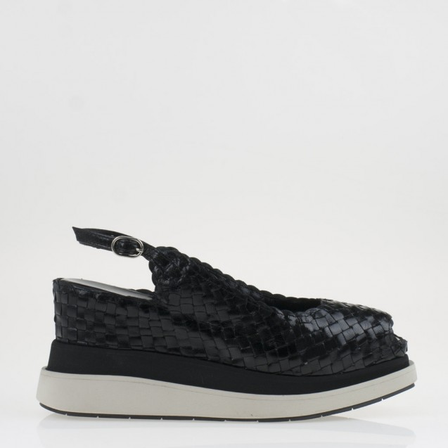 Bianca wedge in woven black leather