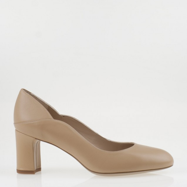 Nude medium heel pump
