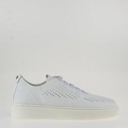 Sneaker bianca traforata