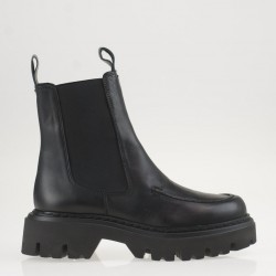 Black chelsea chunky boots
