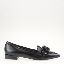 Black patent leather chain flat