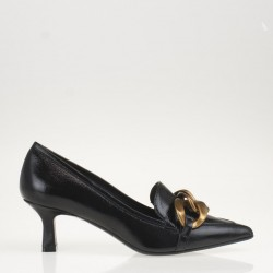 Black patent leather chain pump