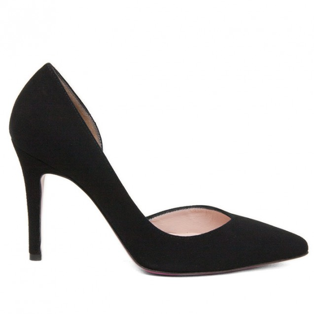 Black cut pointy toe pump