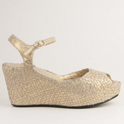 Karen wedge in woven platinum leather