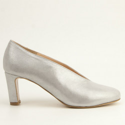Silver round toe medium heel pump