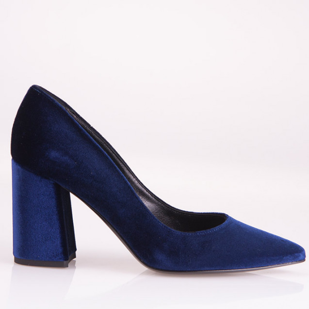Blue velvet poity toe pump