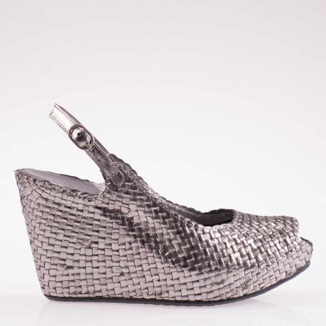 Fatima wedge in woven steel leather